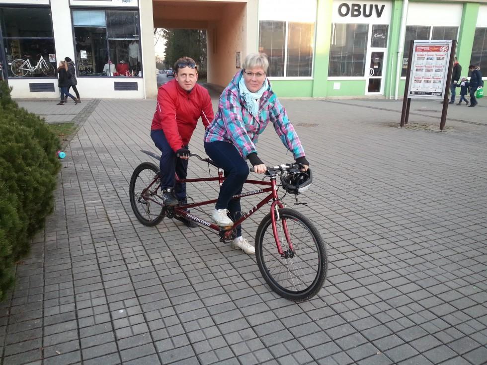 Nadácia prispela na tandémový bicykel nevidiacemu Attilovi Antálovi